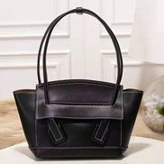 Ivonne Leather Shoulder Bag Black