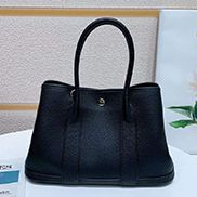 Loretta Large Tote In Leather Black